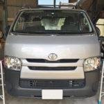 自動車ガラス交換、トヨタ   ハイエース   フロントガラス交換(輸入ガラス)施工で入庫。