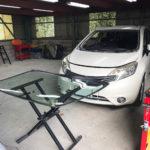 自動車ガラス交換、日産 ノート   フロントガラス交換(輸入ガラス)施工で入庫。