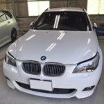 自動車ガラス交換、BMW   5シリーズワゴン フロントガラス交換(サンテクト)施工で入庫。