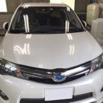 自動車ガラス交換、トヨタ カローラフィールダー フロントガラス交換(純正ガラス)施工で入庫。