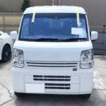 自動車ガラス交換、日産 NV100(クリッパー) フロントガラス交換(コートテクト)施工で入庫。
