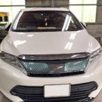 自動車ガラス交換、トヨタ ハリアー フロントガラス交換(純正ガラス)施工で入庫。