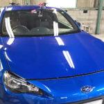 自動車ガラス交換、スバル BRZ フロントガラス交換(輸入ガラス)施工で入庫。