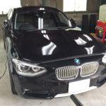 自動車ガラス交換、BMW   116i フロントガラス交換(輸入ガラス)施工で入庫。